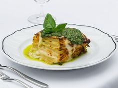 Why we love it: Chef Mario Batali got on the in-room dining bandwagon last year when he opened restaurant La Sirena at the Maritime Hotel. Batali's full menu isn't available from the comfort of your bed, but his most crave-worthy dishes are (think: lasagne al pesto e patate and bucatini al pomodoro).