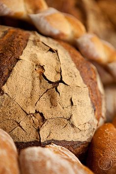 Beautiful crusty bread - Discover French temptations for your event with www.louis-event.com
