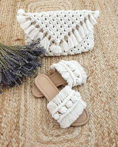 Macrame Wall Hanging Diy, Macrame Art, Macrame Knots, Micro Macrame, Diy Macrame Earrings, Macrame Purse, Handmade Bags, Handmade Crafts, Crochet Bobble Blanket