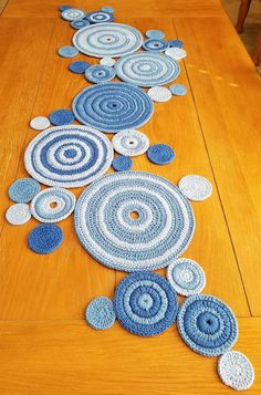 The Effective Pictures We Offer You About crochet A quality picture can tell you many things. Magic Circle Crochet, Crochet Circles, Crochet Motif, Crochet Doilies, Crochet Hooks, Crochet Table Mat, Crochet Table Runner Pattern, Crochet Crafts, Yarn Crafts
