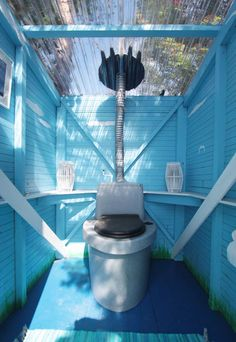 Tropical Beach Houses, Outdoor Toilet, Rustic Toilets, Outdoor Bathrooms, Barns Sheds, Composting Toilet, Tiny House Design, Outdoor Camping, Outdoor Living