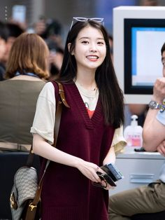 IU 190904 Incheon Airport to Bangkok Korean Actresses, Korean Actors, Korean Girl, Asian Girl, Iu Fashion, Kdrama Actors, Airport Style, Queen, Ulzzang Girl