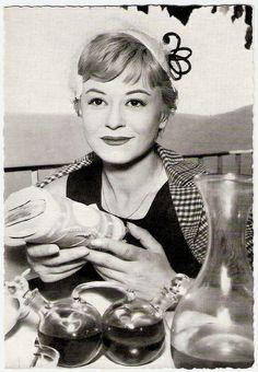 postcard of Giulietta Masina as Cabiria
