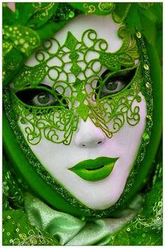 Green - Lovely red lace reveler, Carnival at Venice (myvenetianmaks) @ http://myvenetianmask.tumblr.cim