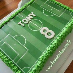 Gâteau d\u0027anniversaire terrain de foot