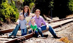 Family picture ideas with young children http://familyphotographersutah.com/