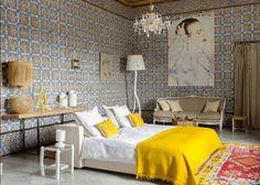 Une chambre exotique en couleur à l'abondance de jaune