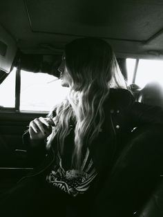 Girl | car | Oldtimer | blonde | Black and White | cigarette | road Trip | shooting | Photography | boho | rock chic | Western | US car | leather jacket | vintage | freepeople | sexy