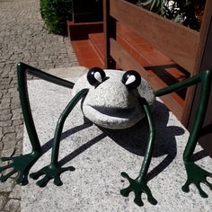 Figurine of frog hand made out of gray granite and double painted steel. Dimentions: height 18 cm, Width 37 cm, Depth 44 cm, wight 12 kg.