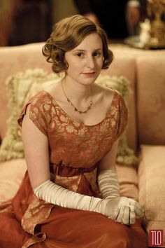 Laura Carmichael as Lady Edith Crawley in Downton Abbey. (She's so good in the show) Downton Abbey Costumes, Downton Abbey Fashion, Downton Abbey Characters, Edith Crawley, Lady Sybil, Laura Carmichael, Dowager Countess, Lord John, Lady Mary