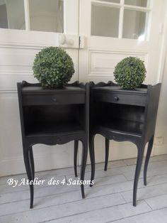 Par www.atelierdes4saisons.com 2 #Tablesdechevet #vintage #gris ardoise, finition cirée. #Chevets revisités dans un esprit #maisondefamille.