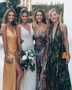 Nos vamos de boda... con vestidos vaporosos con escotes pronunciados... Perfectos para el verano!! Amigas forever!! . . . . . . .  #invitadaideal #boda #invitada #invitadaperfecta #lookboda #graduacion #comunion #bautizo #invitadaconestilo #casamiento #bridesmaid #peinado #bridal  #pamelas  #guest #inspiracion #inspiracionboda #sevilla #damasdehonor #weddingday #weddingdress #novia #weddingtime  #ideal #novia #inspiracion #flechazo #invitadasreales #love        Wedding Day Weddings Planner…