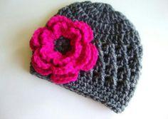 Touca de crochet...essa flor pink deu o charme