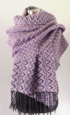 Syys- shaali, lila / Autumn- Shawl, lilac - Kudottuote Titta