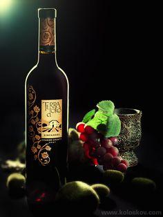 Studio Photography Insights (Alex Koloskov) Bottle of Wine Shot.