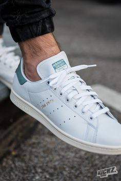 The Adidas Originals Stan Smith is already one of the cleanest sneakers ever. But check out this fresh new colorway: White/Vapour Steel Style Fitness, Sport Fitness, Sport Motivation, White Shoes, White Sneakers, Stan Smith Men, Sport Videos, Look Adidas, Original Stan Smith