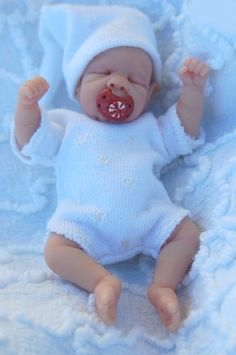 looks just like my Max but with green eyes insteqa Polymer Clay Dolls, Polymer Clay Projects, Clay Crafts, Baby Girl Dolls, Reborn Baby Dolls, Homemade Dolls, Silicone Reborn Babies, Baby Doll Accessories, Doll Clothes Barbie