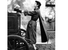 Bettina abito P.Balmain 1950 ph H. Clarke - una delle immagini della mostra milanese