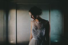 The bride. Destination wedding in Gibraltar. Getting ready. Photo: Pedro Bellido #gettingReady #candidPhotos #elopement