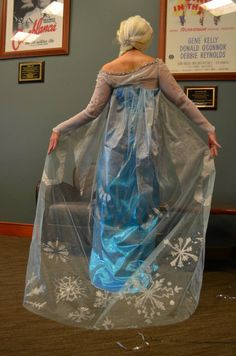My friend and I had been working on making costumes of the main characters of this move, Frozen. Frozen Elsa Cosplay Back Frozen Cosplay, Elsa Cosplay, Frozen Costume, Cosplay Costumes, Costume Halloween, Halloween 2014, Happy Halloween, Disney Frozen Party, Frozen Birthday Party