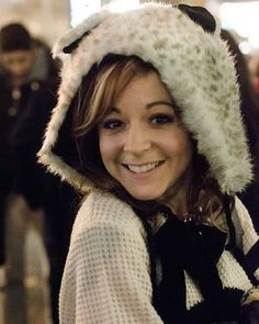 Queen of cute! Lindsey Stirling, Lilly Singh, Bellisima, Good Music, Singer, Celebrities, Lady, Cute, Fur Hats