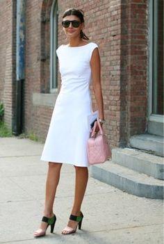 Meet my Style Icon, none other than Fashion's Royalty - Giovanna Battaglia! The Italian born Giovanna Battaglia, is a model turned fashion editor and a The Sartorialist, Business Mode, Elegantes Outfit, Giovanna Battaglia, Little White Dresses, Simple White Dress, Fashion Editor, Mode Style, Look Fashion