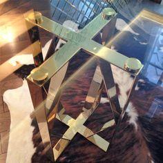 Современный стол в золоте Made in Ukraine. Круглый обеденный стол в современном стиле.