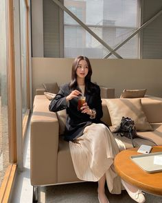 Korean Aesthetic, Aesthetic Photo, Ulzzang Korean Girl, Pretty And Cute, Cute Casual Outfits, Office Fashion, Asian Style, Travel Style, Spring Summer Fashion