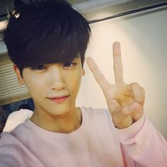 Park Hyung Sik - I'm just starting his board, and again, the most beautiful pic I've found so far is a selca..nothing compares to men in selcas..