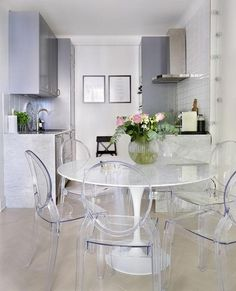 The Recently Leaked Secret to Modern Dining Ghost Chairs That You Design Ideas Disclosed - findmynewhomes Ghost Chairs Dining, Acrylic Dining Chairs, Dining Table, Acrylic Chair, Dining Room Chairs Ikea, Clear Chairs, Tulip Table, Kitchen Photos, Home And Deco