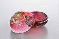 Cut Glass, Clear Glass, Glass Art, Glass Design, Design Art, Modern Design, Japan Crafts, Cranberry Glass, Light Reflection