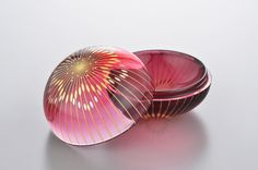 "Kirikane Art ""Fukura Ume"" By Ms. Akane,YAMAMOTO / 截金硝子香合「ふくら梅」。クールな流衍に対し、こちらは柔らかで可愛らしい作品です。 http://en.wikipedia.org/wiki/Kirikane http://akane-glass.com/english/"