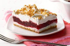 Raspberry layered dessert What You Need 2 cups Honey Maid Graham Crumbs cup non-hydrogenated margarine, melted tsp. Kraft Foods, Kraft Recipes, Easy Recipes, Raspberry Desserts, Köstliche Desserts, Dessert Recipes, Jello Cheesecake Pudding Recipe, Pudding Recipes, Layered Deserts