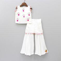 Baby Girl Dress Design, Girls Frock Design, Kids Frocks Design, Baby Frocks Designs, Baby Girl Frocks, Frocks For Girls, Little Girl Dresses, Baby Girl Dress Patterns, Baby Dress