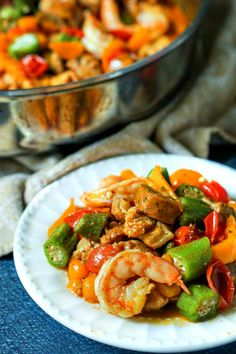 This low carb cajun stir fry dinner is full of flavorful ingredients like chicken, shrimp and sausage. You can make this one pan dinner in under 30 minutes and there is just net carbs per serving! New Recipes, Low Carb Recipes, Real Food Recipes, Soup Recipes, Jambalaya Soup, Healthy Sesame Chicken, Stir Fry Ingredients, Italian Chicken Sausage, One Pan Dinner