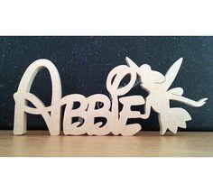 Wunderschöne personalisiert freistehende Disney Font Namensschild mit Tinkerbell Form Beschreibung der feinsten Qualität, hand professionell