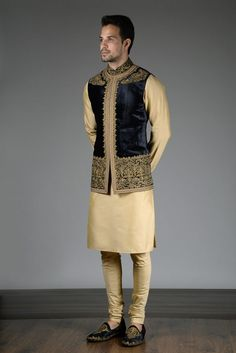 Noida's largest online shopping store for designer Indo westerns menswear. Latest collections of Indo western menswear in Delhi NCR & California. India Fashion Men, Indian Men Fashion, Mens Fashion Suits, Men's Fashion, Indian Wedding Suits Men, Wedding Dress Men, Mens Sherwani, Wedding Sherwani, Indian Groom Dress
