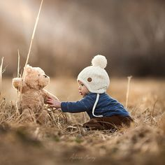 Adrian Murray's Heartfelt Photos of Two Boys and Their Teddy | blog.zoombook.com