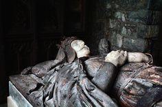 Robert the Bruce, King of Scotland Photographed at St Conan's Kirk, Lochawe. A fragment of bone is located in the Bruce Chapel at St Conan's Kirk, transferred from Dunfermline Abbey . Scotland History, The Loch, Men In Kilts, Effigy, Scotland Travel, British Isles, Ireland, King, Graveyards