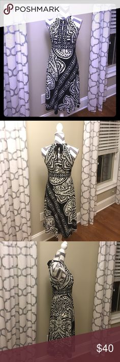 ⚡️PriceDrop⚡️Donna Morgan blk & white halter dress Donna Morgan black and white halter dress, size 4. Soft, stretchy material makes it very comfortable. Gently loved and well cared for. Donna Morgan Dresses Midi