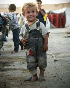 Syrian children in refugee camp Precious Children, Beautiful Children, Beautiful Babies, Beautiful People, Kids Around The World, People Around The World, Cute Kids, Cute Babies, Foto Face