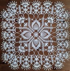 crochet doilies White square crochet doily - 19 inches in diameter. Filet Crochet, Marque-pages Au Crochet, Crochet Dollies, Crochet Doily Patterns, Crochet Borders, Crochet Squares, Crochet Gifts, Crochet Flowers, Crochet Stitches