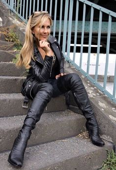 👑Goddess in Boots&Heels 👑 High Leather Boots, Leather Pants, Leder Outfits, Thigh High Boots Heels, Leather Dresses, Kawaii, Leggings, Models, Leather Fashion