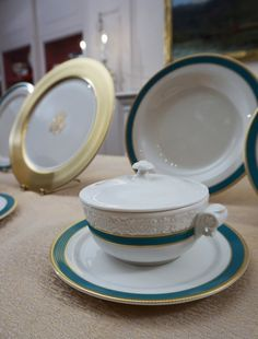 First Look! Obama State China Pattern Reveal at the White House: Kailua Blue & Beautiful — Apartment Therapy at The White House