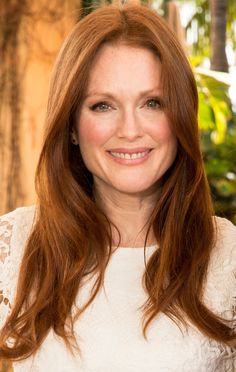 17 Amazing Haircuts for Women in Their 50s: Julianne Moore (1960)