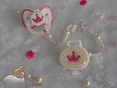 bico perola - Pesquisa Google Pram Charms, Baby Binky, Baby Equipment, Dummy Clips, Baby Kit, My Baby Girl, Baby Gear, Crafts To Make, Crochet Earrings