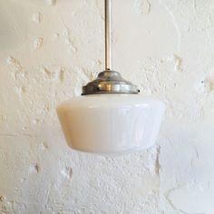 Lustre ancien luminaire abat jour globe en verre opaline blanche diamètre 25 cm... http://www.lanouvelleraffinerie.com/plafonniers-suspensions-lustres/1369-lustre-ancien-luminaire-abat-jour-globe-en-verre-opaline-blanche-diametre-25-cm.html