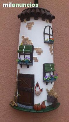 tejas decoradas con porcelana fria - Buscar con Google Clay Houses, Ceramic Houses, Hobbies And Crafts, Diy And Crafts, Diy Fashion Projects, Crafts With Pictures, Play Clay, Decorative Tile, Bottle Art