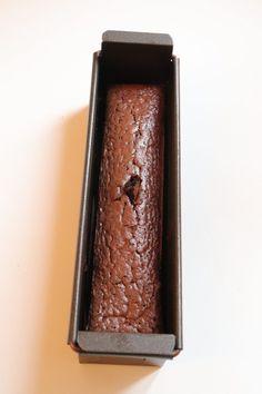 Bûche chocolat vanille glaçage rocher - Recette Noël Olivia Pâtisse Chocolate Salami Recipe, Salami Recipes, Candle Sconces, Food And Drink, Candles, Recipes, Sweet Recipes, Raspberry Cake, Cooker Recipes