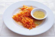 Kijk wat een lekker recept ik heb gevonden op Allerhande! Wortelsalade met sinaasappel en honing